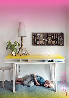 Design aus Rotterdam: INSEKT desk, ein sauberer Schreibtisch, bei dem alles in Reichweite ist.