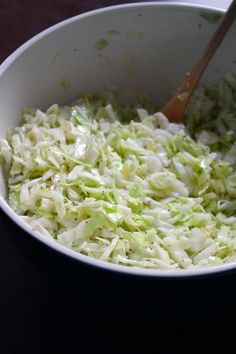 This vegan no mayo coleslaw is packed with sweet and tangy flavor from the vinegar dressing with celery seed, with a simple mix of green cabbage and onions. Best Nutrition Food, Health And Nutrition, Health Tips, Health Care, Nutrition Data, Nutrition Chart, Nutrition Guide, Health Benefits, Salads