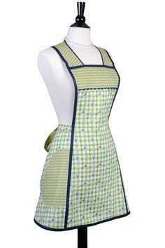 Vintage Large Pocket Women's Apron with PLUS SIZE option in Green and Ivory Plaid with Dainty Floral Pattern. Over the Head Comfort - Retro Apron, Aprons Vintage, Sewing Aprons, Plus Size Vintage, Couture Sewing, Vintage Ladies, Vintage Fashion, Dresses For Work, Plaid