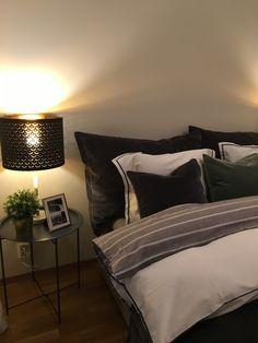 Soverom inspirasjon, seng og nattbord, pynteputer Bed, Furniture, Home Decor, Decoration Home, Stream Bed, Room Decor, Home Furnishings, Beds, Home Interior Design
