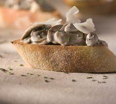 bruschetta-cogumelos http://comendocomosolhos.com/como-faz-bruschetta-de-cogumelos-e-mascarpone/