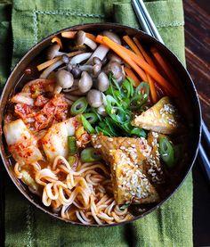 Edellisessä postauksessa lupailin kertoa käyttökohteita kotitekoiselle kimchille.Kimchi sopii moneen paikkaan ja Koreassa sitä tarj...