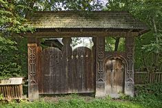 Gate from Maramures Places In Europe, Places To Visit, Gate Design, Stargate, Future Travel, Garden Gates, Romania, Countryside, Gazebo