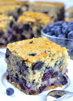 Healthy Yogurt Oat Blueberry Breakfast Cake Healthy Yogurt Oat Blueberry Breakfast Cake is quick, easy and freezer friendly breakfast idea. No mixer required! Made with old fashioned rolled oats,honey Blueberry Breakfast, Blueberry Cake, Homemade Breakfast, Blueberry Season, Breakfast Healthy, Breakfast Hotel, Breakfast Cake, Sweet Breakfast, Breakfast Ideas