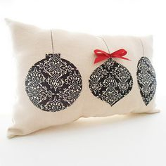 It would be so easy to make this pillow. Tallgrass Design: Christmas Pillows