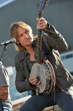 Keith Urban - Keith Urban Celebrates His Hit New Song