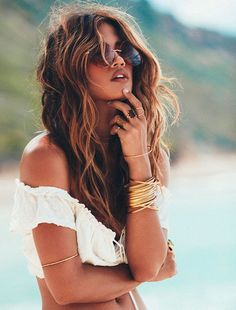 Rocky Barnes by Rowan Daly for Winston White Boho Hairstyles, Summer Hairstyles, Pretty Hairstyles, Latest Hairstyles, Pelo Color Caramelo, Beachy Hair, Beach Wavy Hair, Beach Hair Color, Brown Beach Hair