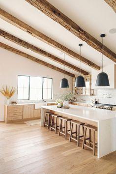 Light Wood Kitchens, Bright Kitchens, Modern Farmhouse Kitchens, Home Kitchens, Kitchen Ideas Light Wood Cabinets, Natural Wood Kitchen Cabinets, Wood Kitchen Island, Open Kitchen, Kitchen Interior