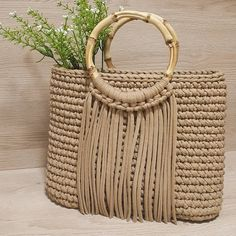 Crochet Shoulder Bags, Diy Cushion, Embroidery Bags, Beautiful Handbags, Crochet Handbags, T Shirt Yarn, Knitted Bags, Straw Bag, Purses And Bags
