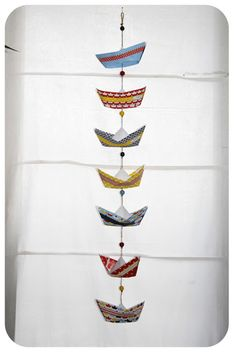 pliage bateau en papier paper boat 7 Plus Origami Garland, Origami Diy, Origami Boat, Christmas Crafts To Make And Sell, Diy And Crafts, Arts And Crafts, Paper Crafts, Diy For Kids, Crafts For Kids