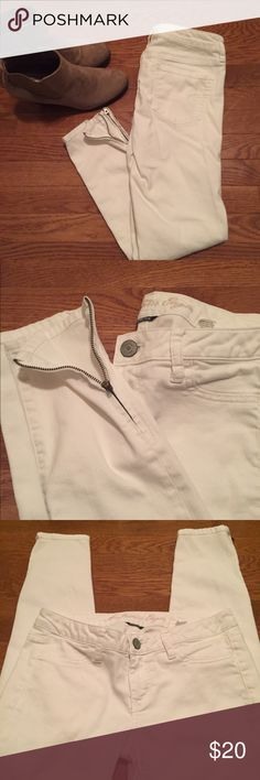 American Eagle White Jegging with Zippers Pristine jeggings from AE in a clean white. Zipper detail at ankle adds edge. Regular size. No trades, no returns. American Eagle Outfitters Jeans Skinny