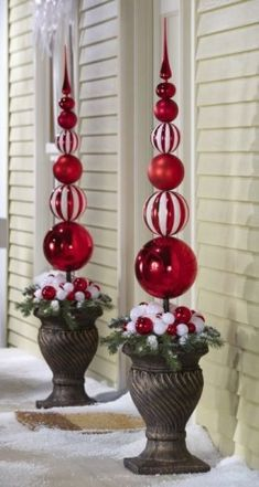 ** DIY Outdoor Christmas Topiary Made Out Of Extra Large Plastic Ornaments, By Drilling A Hole, Then Slide Onto A Dowel And Secure To A Styrofoam Ball Inside A Planter, Decorate With Ribbon And Fake Snow. Christmas Topiary, White Christmas Ornaments, Elegant Christmas Decor, Diy Christmas Decorations Easy, Classy Christmas, Christmas Porch, Noel Christmas, Christmas Lights, Christmas Wreaths