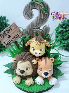 Bichinhos safari Jungle Cake, Jungle Party, Safari Party, Fondant Toppers, Fondant Cakes, Theme Animation, Safari Cakes, Cake Topper Tutorial, Fondant Animals