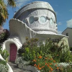 The world's safest house, according to architect Eugene Tsui and current Internet buzz, is a Berkeley, Calif., home that was inspired by an alien-looking, sturdy animal called a tardigrade.