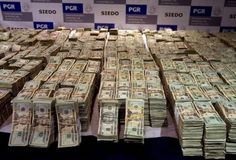 Stacks of Cash | Stacks of Cash 650x442 10 Fun Facts About Apples New Headquarters That ...
