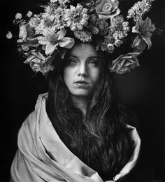 Can you believe this gorgeous portrait is a drawing? This hyper-realistic pencil drawing by artist Emanuele Dascanio will absolutely blow you away! Realistic Drawings, Painter Artist, Hyperrealism, Hyper Realistic Paintings, Artist, Realistic Art, Black And White Drawing, Portrait, Italian Artist