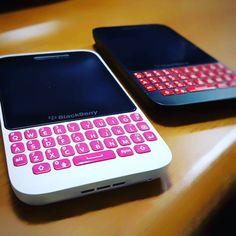 #inst10 #ReGram @sr_ppark: #Blackberry#q5 핑크랑 레드만 사면된다 푸하  #BlackBerryClubs #BlackBerryPhotos #BBer #RIM #QWERTY #Keyboard #OldBlackBerry #NewBlackBerry #BlackBerryGirls