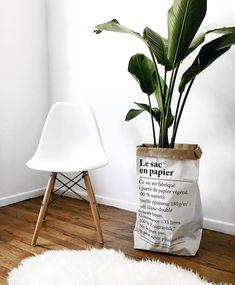 Le sac en papier, Eames Chair, shaggy rug / Instagram: @stilettobeatss