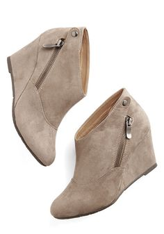 Tea and Jam Session Wedge in Flax. In these taupe wedges from CL by Laundry, you tap your toes to the beat of your radio, preparing a breakfast that starts your day on a sweet note. #gold #prom #modcloth