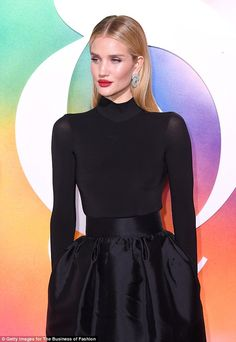 Rosie Huntington-Whiteley attends the gala dinner during New York Fashion Week Spring/Summer 2019 at 1 Hotel Brooklyn Bridge on September 2018 in Brooklyn City. New York Fashion, Ny Fashion Week, Runway Fashion, Fashion Outfits, Stylish Outfits, Rosie Huntington Whiteley, Rose Huntington, Gala Dinner, Brooklyn Bridge