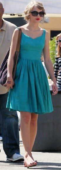 love Taylor Swift's dress here! Pretty Dresses, Beautiful Dresses, Gorgeous Dress, Prada Sunglasses, Black Sunglasses, Taylor Swift Style, Turquoise Dress, Zara Dresses, Vivienne Westwood