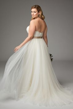 Plus Size Bridal Gown - the Agatha Gown by WToo (Watters) - Curvy Bride Plus Size Wedding Dresses With Sleeves, Colored Wedding Dresses, Tulle Ball Gown, Ball Gowns, Elegant Wedding Gowns, Dress Wedding, Allure Bridal, Beautiful Gowns, Bridal Gowns
