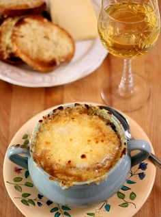 French Onion Soup from Famous and Barr | http://www.creative-culinary.com/french-onion-soup-famous-barr/