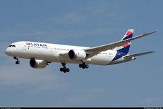 CC-BGG LATAM Airlines Chile Boeing 787-9 Dreamliner
