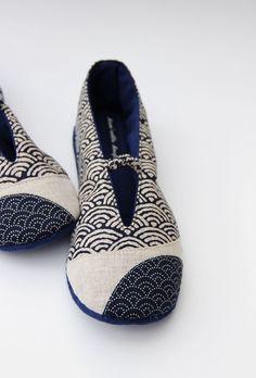 RESERVEES - Pantoufles en tissus japonais à grandes vagues.