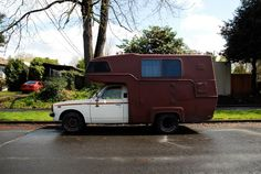 OLD PARKED CARS.: 1976 Toyota Hilux w/Camper Top.