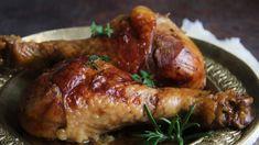 Takto připravená krůtí stehna můžete podávat se šťouchanými bramborami, kaší nebo bramborovým knedlíkem. Tandoori Chicken, Pork, Turkey, Meat, Ethnic Recipes, Halloween, Kale Stir Fry, Turkey Country, Pork Chops