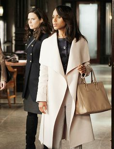 Khandi Alexander as Olivia Pope in Scandal. I love her oversized coats and the fact that she usually always has a pair of long white gloves on as well.