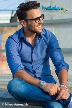Nikos Vertis Famous Singers, Classy Men, Beautiful Songs, Folk Music, Mens Glasses, Best Songs, Celebs, Celebrities, Sexy Men