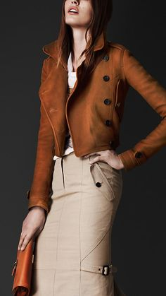 Burberry Prorsum Nubuck Cropped Flight Jacket in Brown (tan) I Love Fashion, Passion For Fashion, High Fashion, Womens Fashion, Fashion Trends, Burberry Prorsum, Mode Style, Style Me, Winter Stil