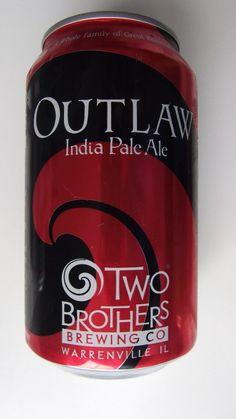 Cerveja Two Brothers Outlaw IPA, estilo India Pale Ale (IPA), produzida por Two Brothers Brewing Co, Estados Unidos. 6.3% ABV de álcool.