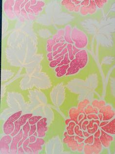 Behang, fris groen met design roze bloemen (niet meer leverbaar)