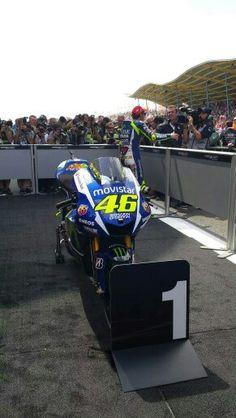 Valentino Rossi Valentino Rossi Yamaha, Valentino Rossi 46, Hummer, Grand Prix, Vale Rossi, Motogp Race, Vr46, Cafe Racer, Street Bikes