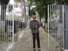 Popó é o anfitrião do cemitério de Brotas, em Santa Isabel - Jamile Santana/S1 Notícias