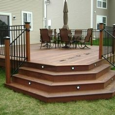 Deck Idea - LOVE the lights in the steps! Not sure if the corner steps would work in my yard, but possibly. For the front deck Patio Plan, Backyard Patio, Patio Stairs, Outdoor Spaces, Outdoor Living, Outdoor Decor, Design Patio, Front Design, Garden Design