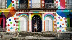 Un château abandonné en France renaît de ses cendres grâce à l'artiste Okuda San Miguel