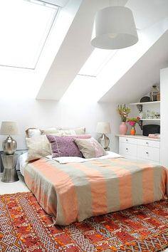Chambre sous les toits style ethnique http://www.m-habitat.fr/par-pieces/chambre/amenager-une-chambre-sous-les-combles-2628_A                                                                                                                                                                                 Plus