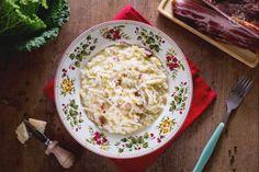 """Riso e verza (""""O virzo cu o rriso"""" o """"""""virz'e rise"""" ) è una minestra tipica napoletana, un primo piatto invernale molto saporito. International Recipes, Italian Recipes, Risotto, Mashed Potatoes, Noodles, Grains, Recipies, Pasta, Rice"""
