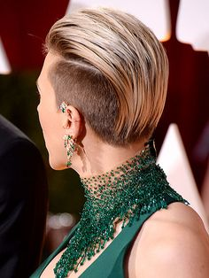 Oscars 2015 Hair, Oscars Red Carpet Beauty : People.com | SCARLETT JOHANSSON Almost nothing could distract us from the jeweled collar of her Atelier Versace gown, but Scarlett's shaved-sides pixie definitely gave it a shot.