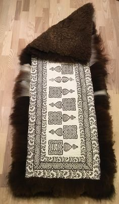 Sheep skin rug for a bench or a chair Sheepskin Rug, Bench, Crafty, Blanket, Embroidery, Rugs, Chair, How To Make, Products