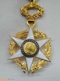 Collection ... Médaille Officier du Mérite agricole. Décoration 1883. Monnaie de Paris. Médaille plaquée Or. Etoile émaillée de blanc ... www.muluBrok.fr ...