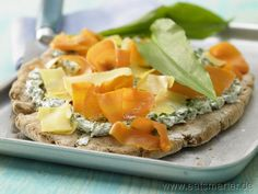Bärlauchfladen vom Blech mit Möhren und saurer Sahne - smarter - Kalorien: 672 Kcal | Zeit: 75 min.
