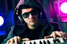De mezclas de DJ de m�sica en la discoteca photo