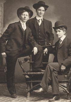 Trio of crossdressers from Oregon
