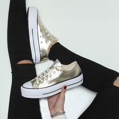 Converse Shoes Outfit, Outfits With Converse, Zapatillas All Star, Fashion Boots, Sneakers Fashion, Casual Sneakers, Shoes Sneakers, Platform Converse, Kid Outfits