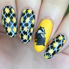✧ Hufflepuff nails for a #harrypotterweekend ・ ✧・: * #harrypotter *:・✧